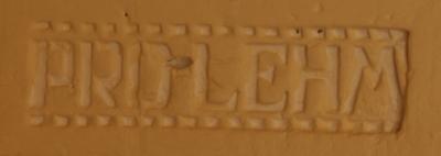 schriftzug-pro-lehm-in-lehmsteinwand-mittleres-format-schmal.jpg